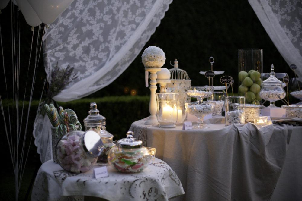 Come allestire tavolo confettata vetro e candele